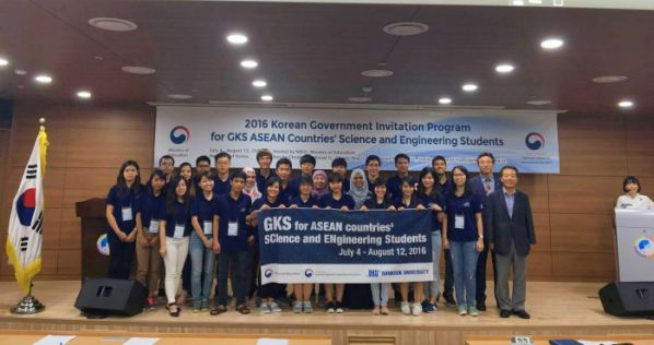 The meeting of the Ministry of Education & Training of Korean with students participate in the program GKS