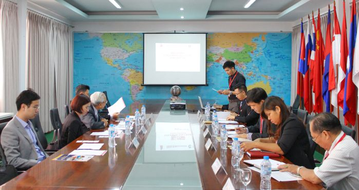 Đại diện hai trường làm việc tại phòng họp 1 của DNTU sáng ngày 8/9/2016