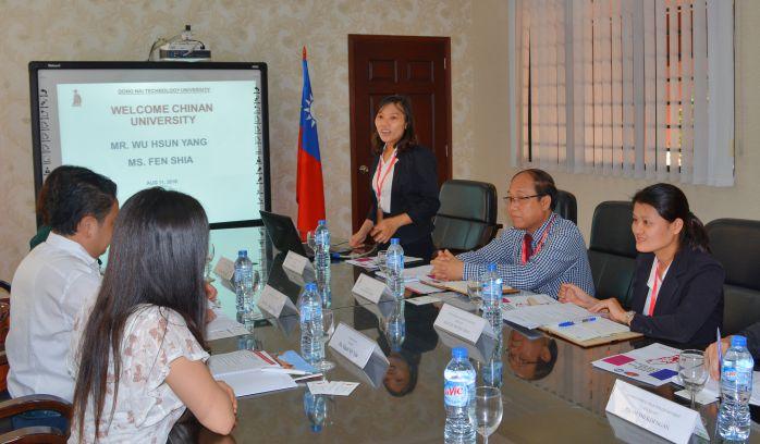Cô Lê Thị Hạnh giới thiệu về DNTU