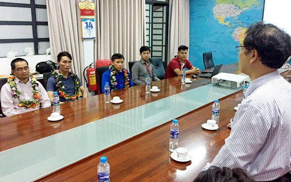 Lãnh đạo Trường đại học công nghệ Đồng Nai gặp mặt tuyên dương các sinh viên đoạt giải
