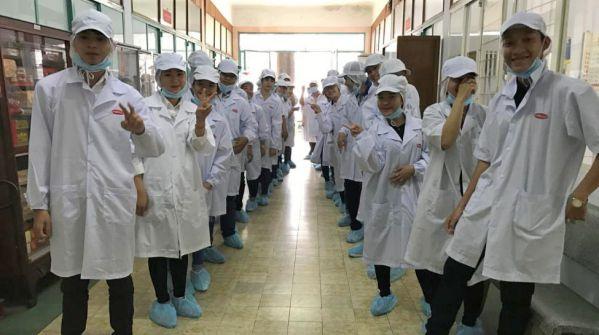 Sinh viên Hào hứng trước khi thực tế tham quan xưởng sản xuất