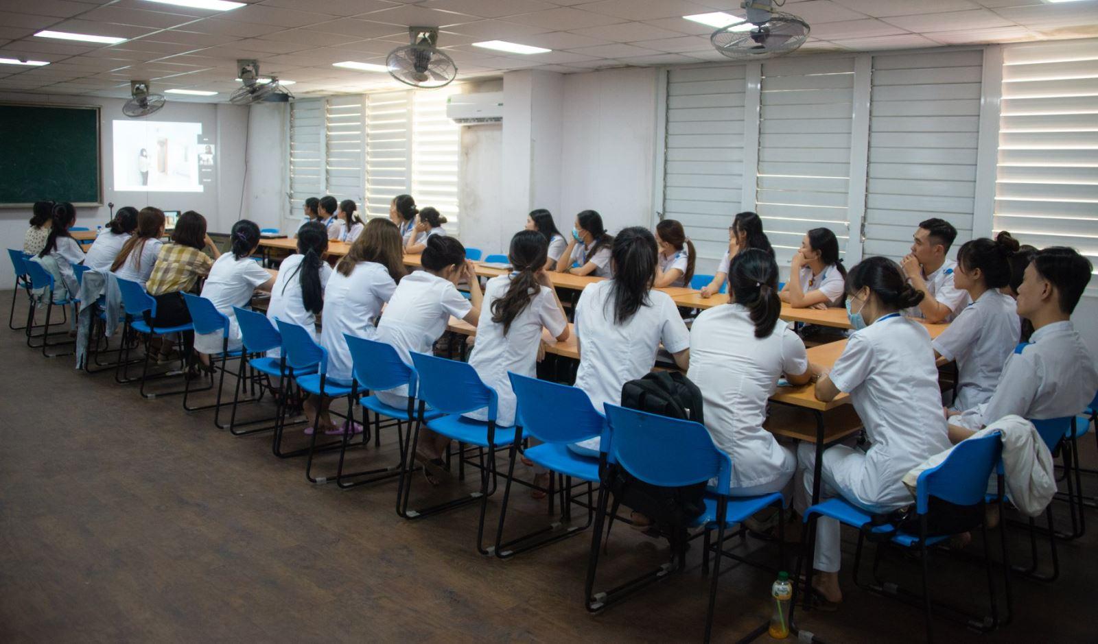 Sinh viên DNTU trao đổi học thuật online với Học viện Y học Nihon (Nhật Bản)