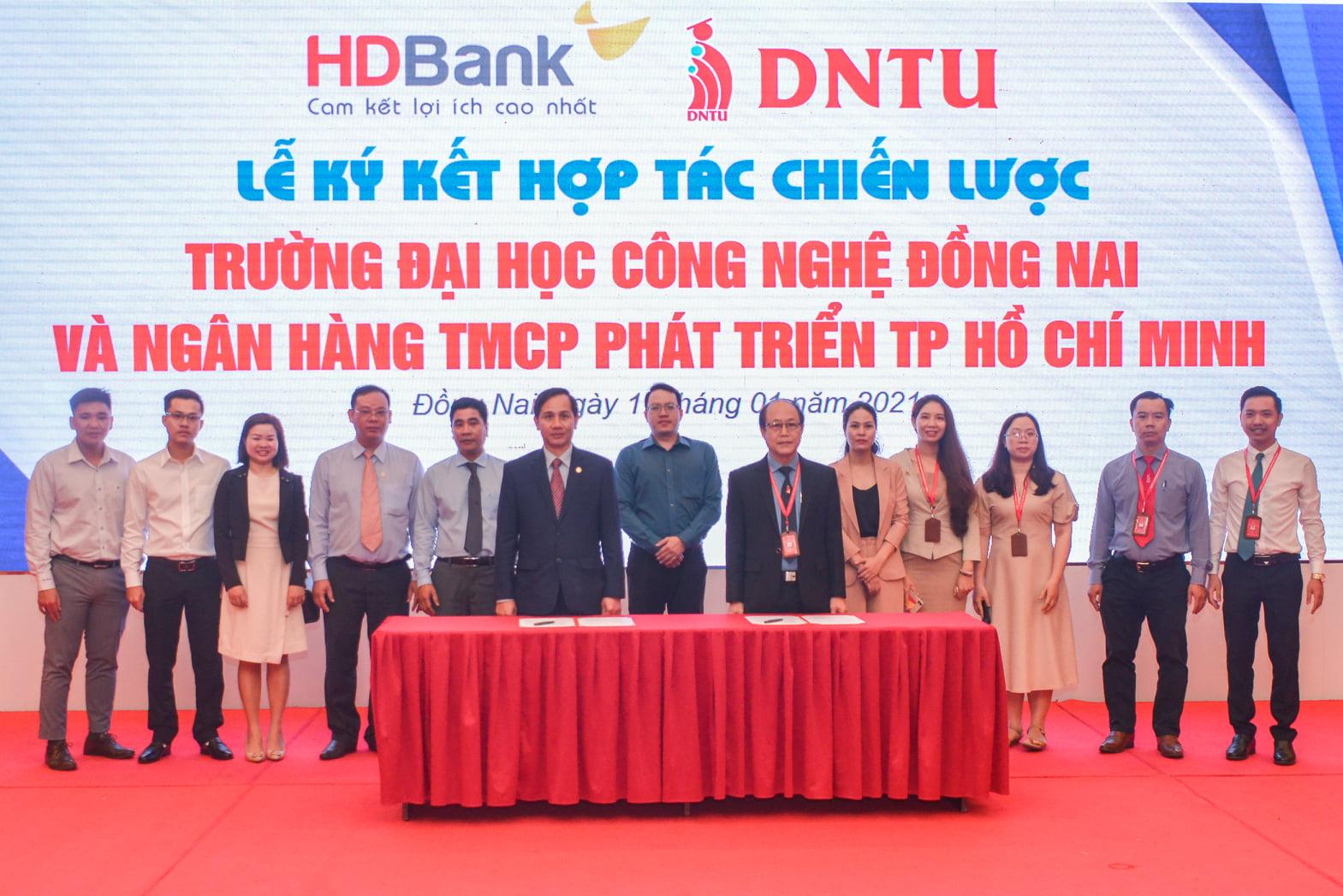 Lễ ký kết hợp tác giữa Trường Đại học Công nghệ Đồng Nai và Ngân hàng TMCP Phát triển TPHCM (HDBank)