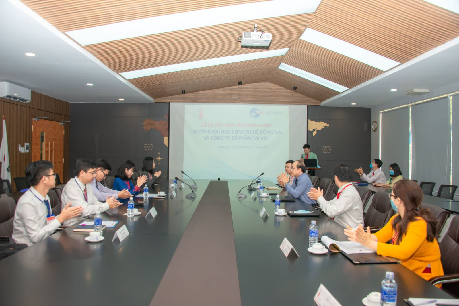 Ký kết hợp tác giữa Trường Đại học Công nghệ Đồng Nai và Công ty CP Tài Việt (VIETSTOCK)