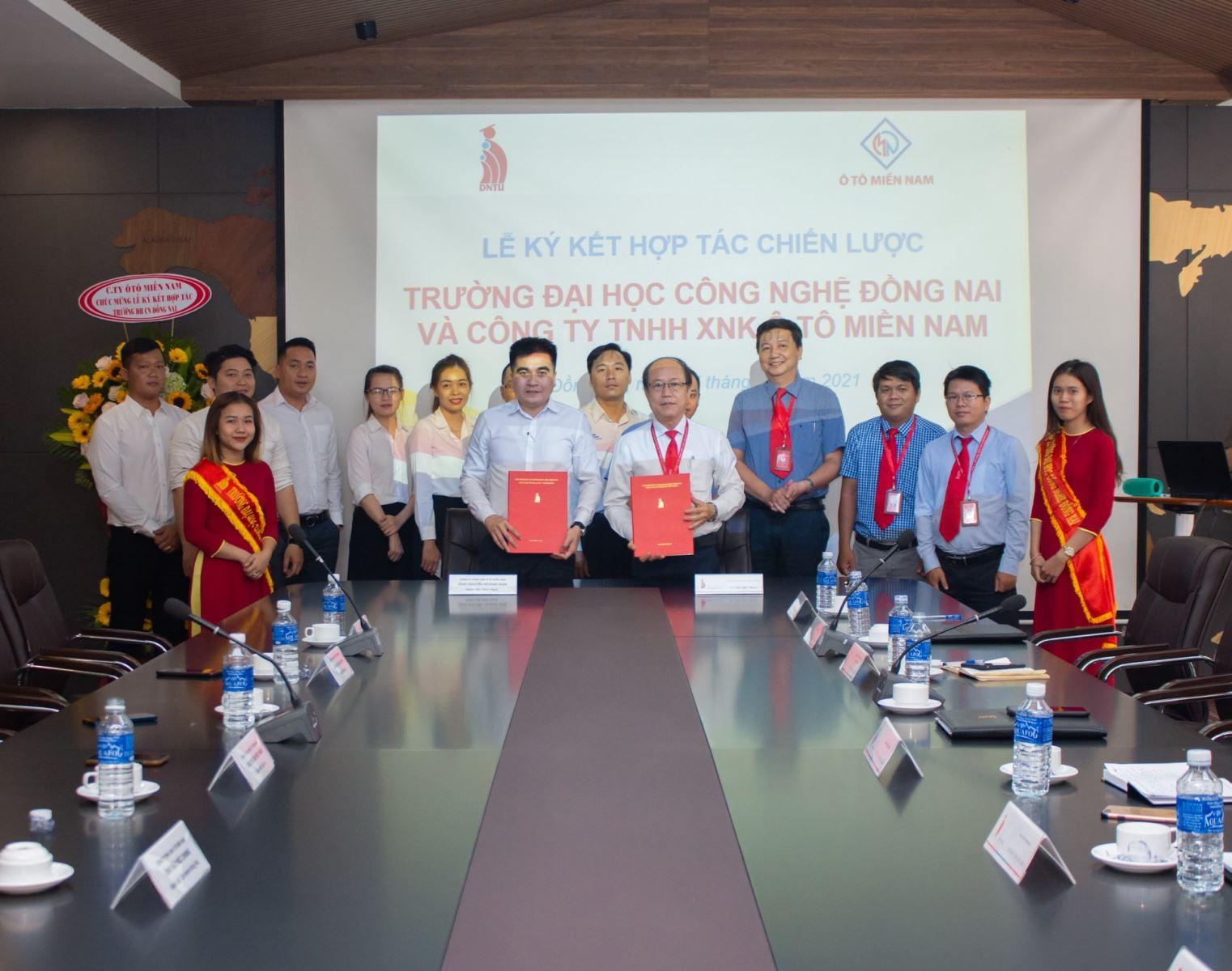 Ký kết hợp tác chiến lược giữa Trường Đại học Công nghệ Công nghệ Đồng Nai và Công ty TNHH XNK Ô tô Miền Nam
