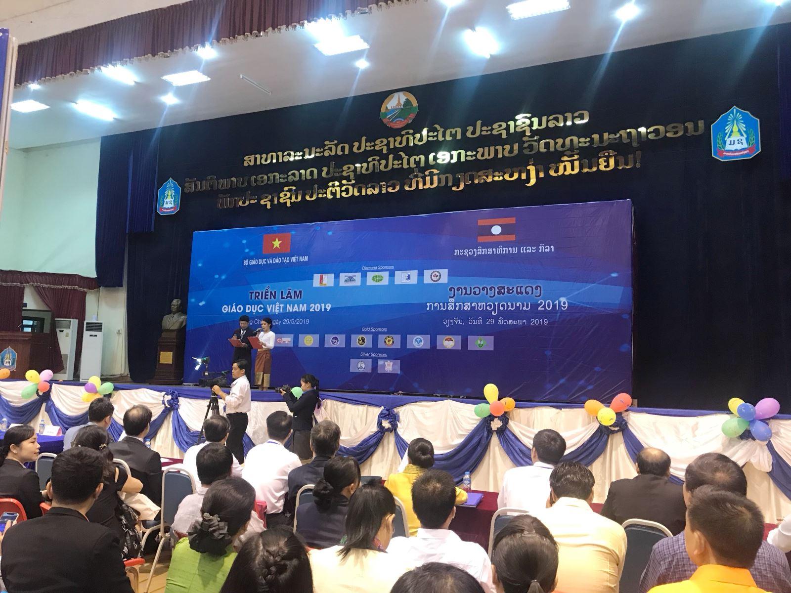 Trường Đại học Công nghệ Đồng Nai tham quan diễn đàn nâng cao chất lượng đào tạo Việt Nam – Lào tại Viêng Chăng, Lào