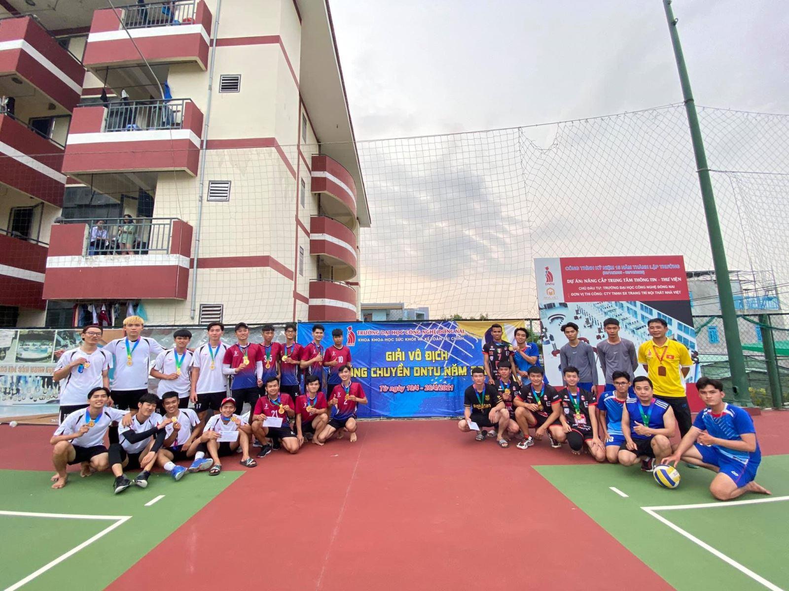 Chung kết giải bóng chuyền sinh viên DNTU năm 2021