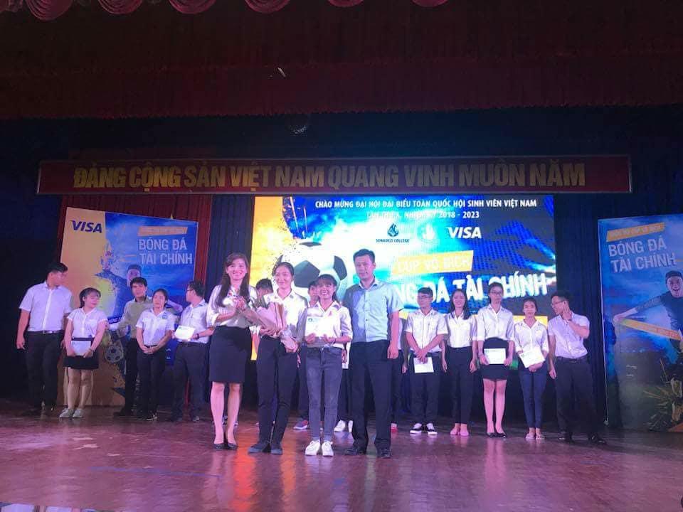 """Trường Đại học Công nghệ Đồng Nai: 2 sinh viên đoạt giải """"Tài chính vững tay- Rinh ngay cúp vàng"""""""