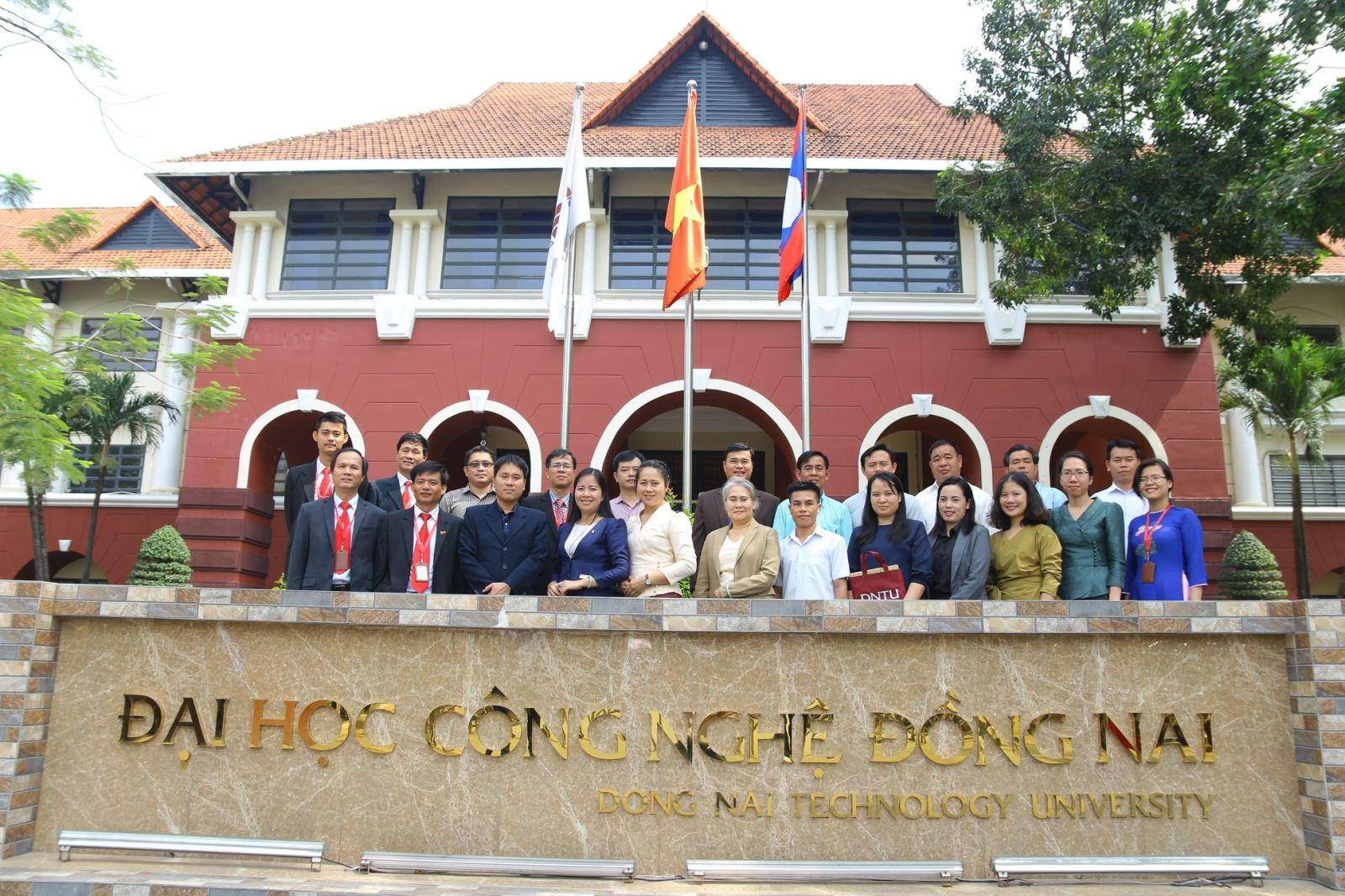Đoàn Bộ Giáo dục và Thể thao nước Cộng hòa Dân chủ Nhân dân Lào đến thăm và làm việc với trường Đại học Công nghệ Đồng Nai