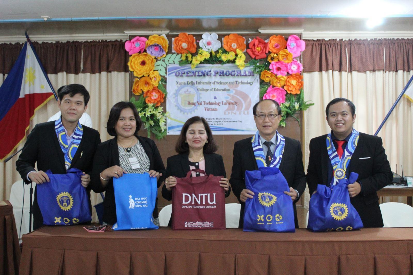 Sinh viên Ngôn ngữ Anh DNTU thực tập tốt nghiệp tại Khoa Giáo dục, Trường Đại học Khoa học & Công nghệ NEUST, Philippines