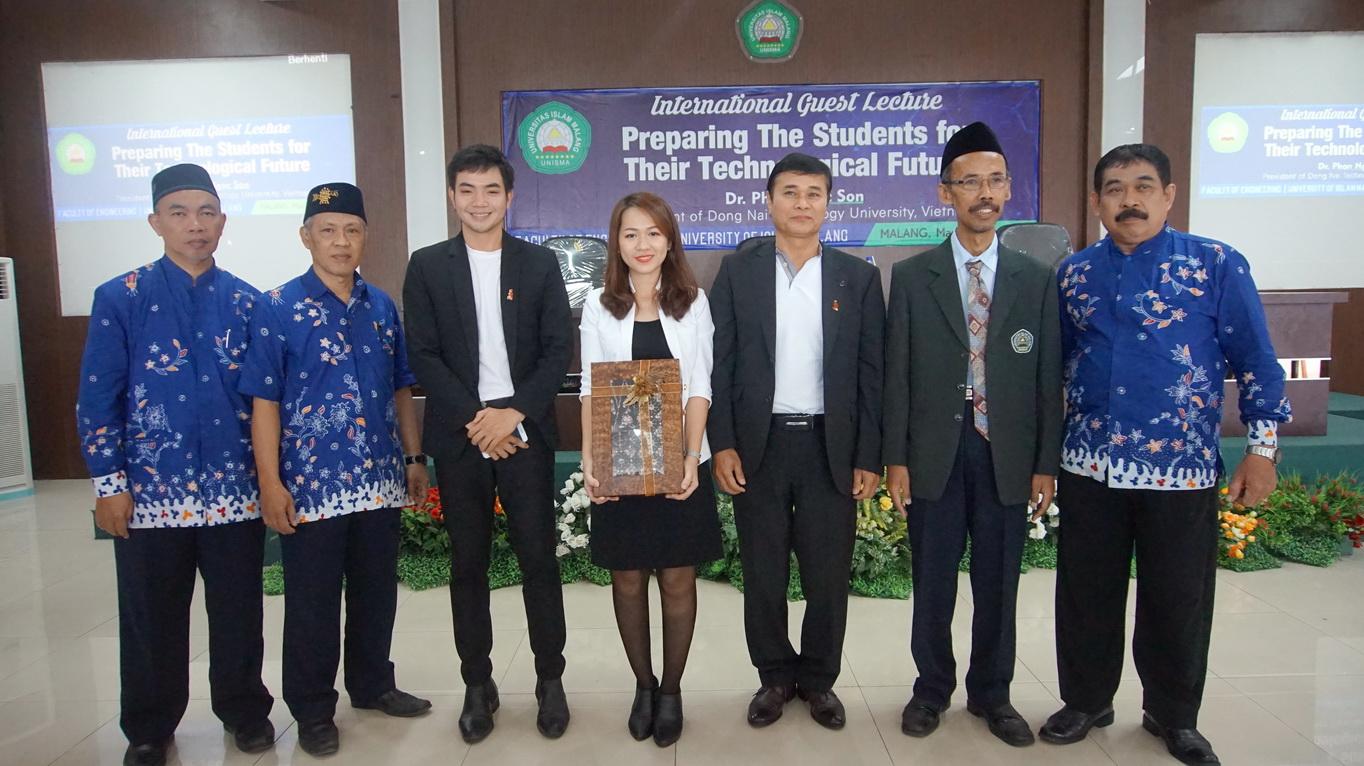 """DNTU tham dự hội thảo """"Quản trị Đại học trong bối cảnh 4.0"""" và """"Lễ kỷ niệm 38 năm thành lập Trưởng đại học Hồi giáo Ma Lang"""" tại Indonesia"""