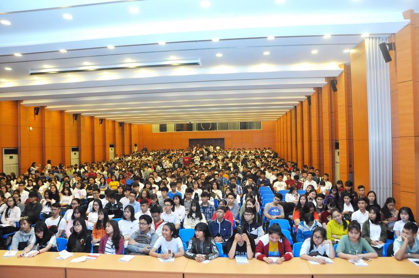 Tân sinh viên Trường Đại học Công nghệ Đồng Nai chính thức tựu trường