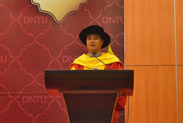 TS Phan Ngọc Sơn - Hiệu trưởng nhà trường tâm sự trong buổi lễ