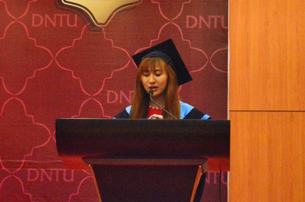 Em Trần Thị Mai Thi - tân Cử nhân ngành Điều dưỡng phát biểu cảm xúc trong buổi lễ