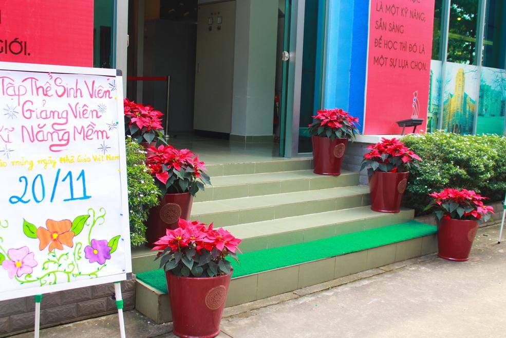 DNTU rộn ràng không khí chào mừng ngày Nhà giáo Việt Nam