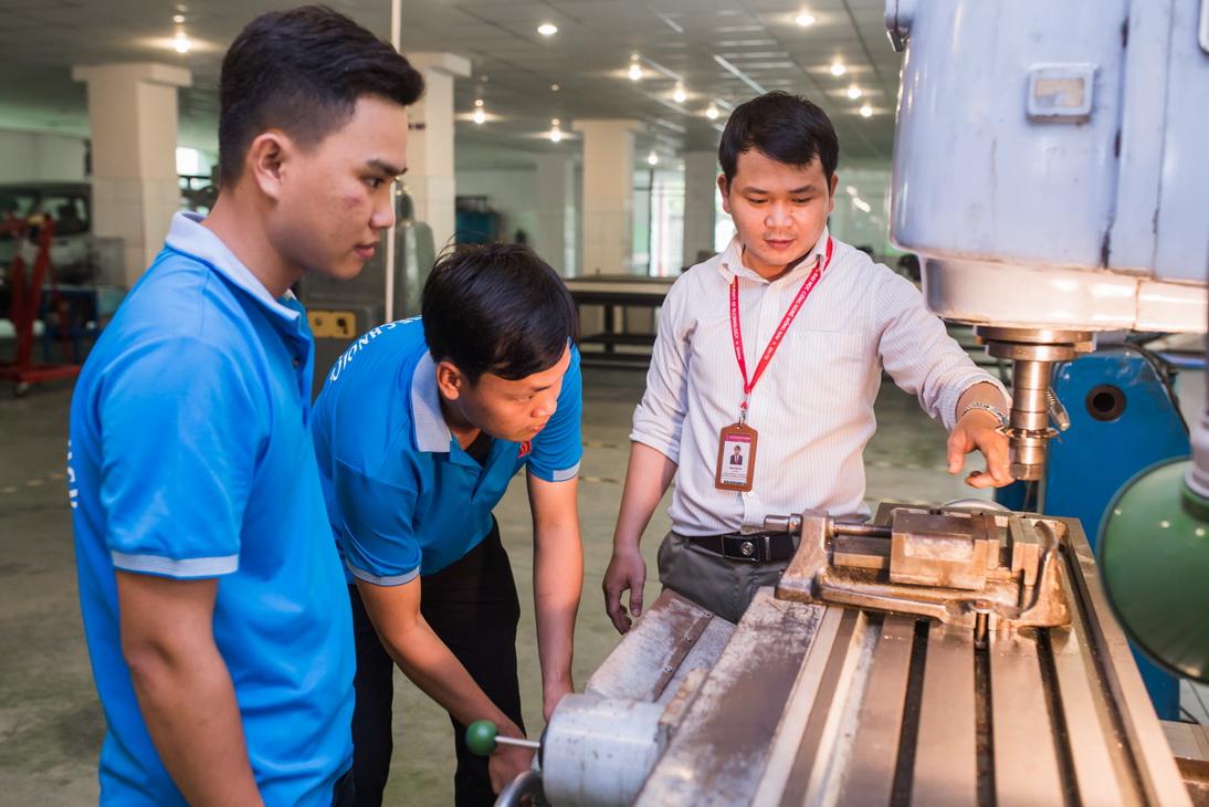 Giảng viên DNTU tham gia tập huấn về thiết kế kỹ thuật Khuôn mẫu năm 2018 tại Đài Loan