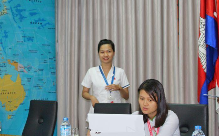 Em Trần Thị Ánh Tuyết - SV ngành Xét nghiệm Y khoa với phần trình bày của mình
