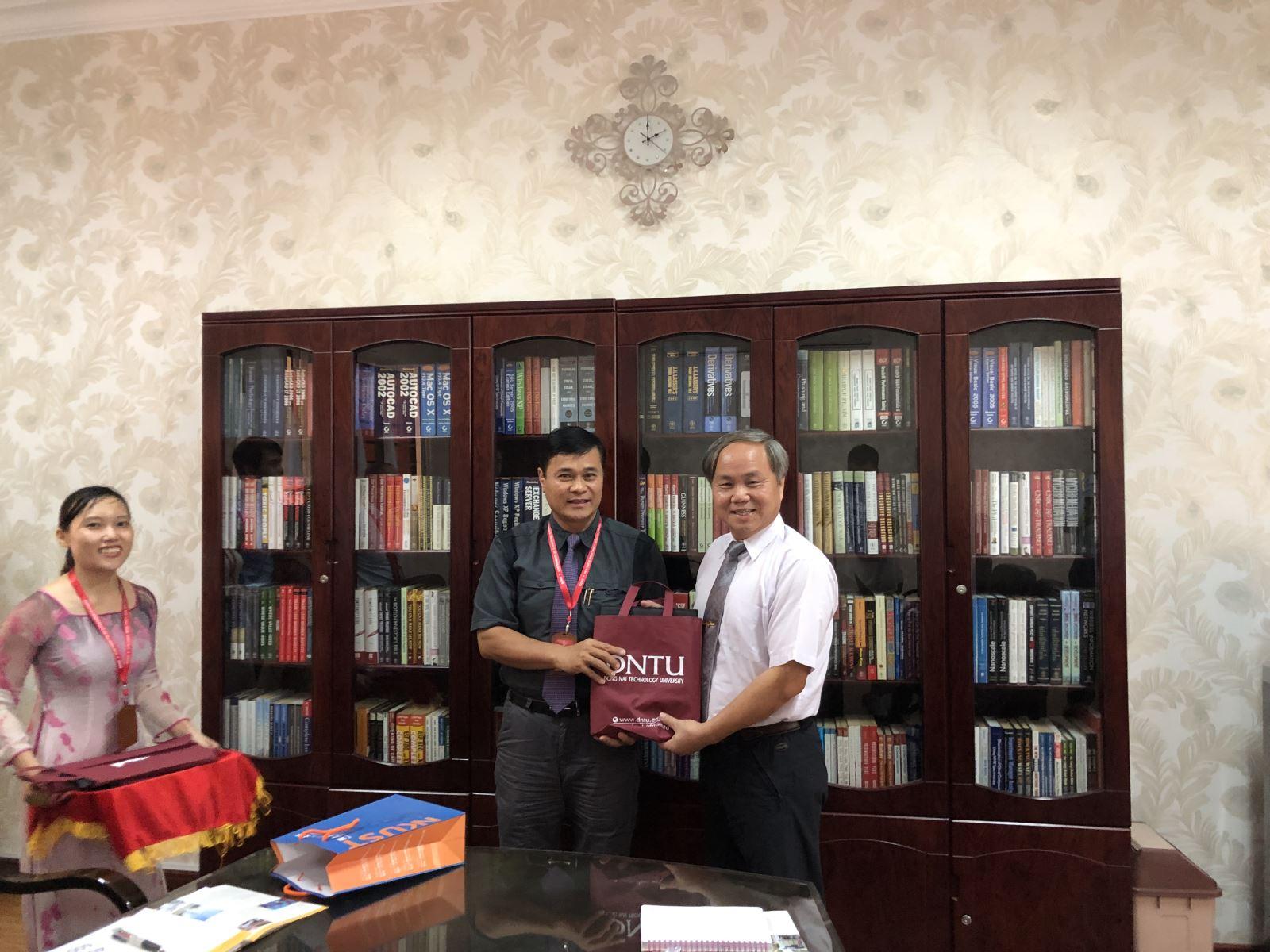 Trao đổi hợp tác giữa Trường Đại học Công nghệ Đồng Nai với Trường Đại học Khoa học Quốc gia Cao Hùng (Kaohshiung) Đài Loan