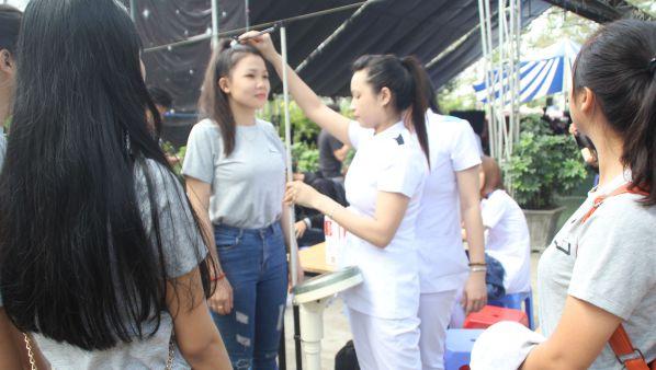 Học sinh tìm hiểu ngành điều dưỡng