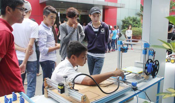 Học sinh tìm hiểu ngành Công nghệ Cơ điện tử