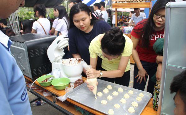 Học sinh tìm hiểu ngành Công nghệ Thực phẩm