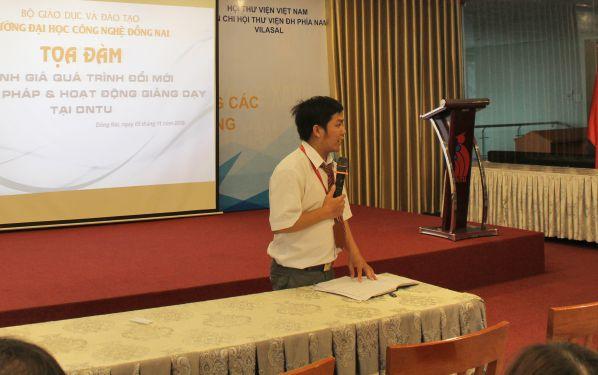 Thầy Trịnh Quang Dũng – khoa Khoa học cơ bản trình bày về hình thức đổi mới trong cách kiểm tra, thi cử