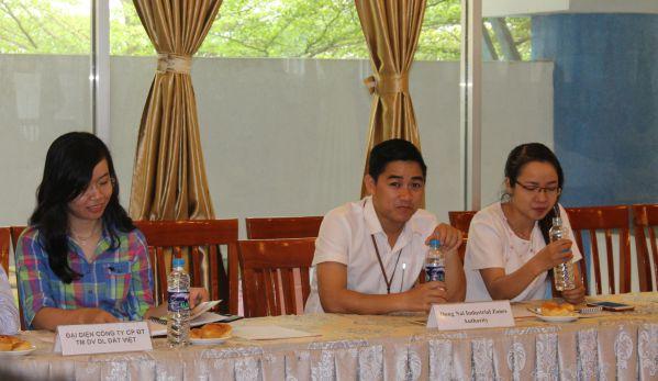 Đoàn chuyên gia PUM và đại diện các doanh nghiệp