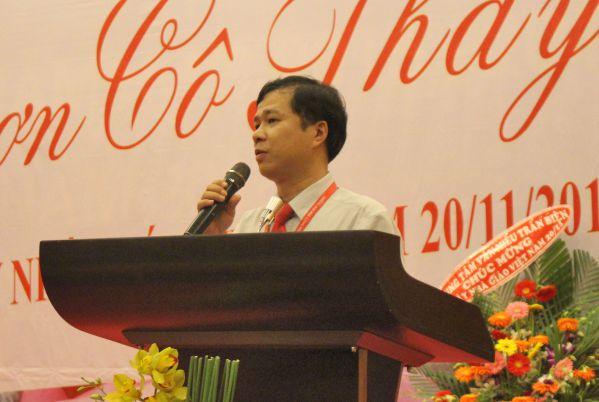 TS Đoàn Mạnh Quỳnh đọc thư của Bộ trưởng Bộ Giáo dục gửi CB-GV-NV ngành Giáo dục
