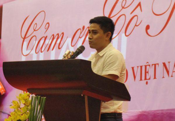 Cựu sinh viên Nguyễn Doãn Quốc Phong phát biểu trong buổi lễ