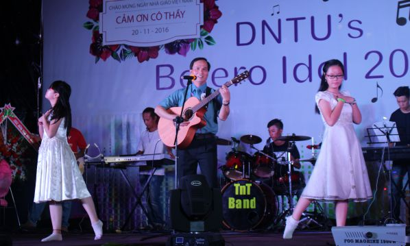 """Nhạc phẩm """"Rong rêu"""" qua phần biểu diễn của Thầy Phạm Đình Sắc và sự trợ giúp của hai công chúa nhỏ"""