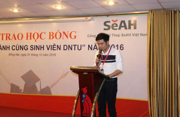 Ông Nguyễn Hoàng Dũng - Phó phòng Truyền thông trường Đại học Công nghệ Đồng Nai phát biểu mở đầu buổi lễ
