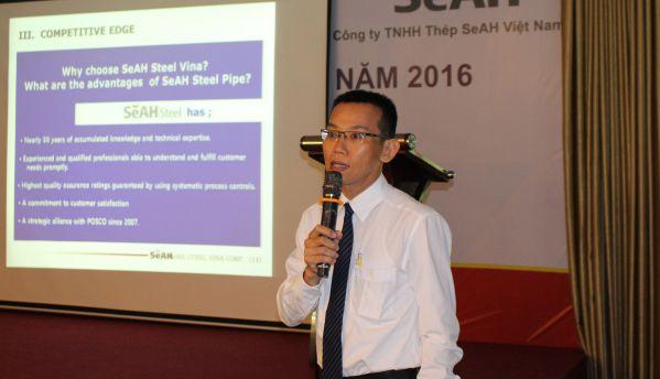 Ông Trần Tấn Phát - Giám đốc nhân sự đang giới thiệu về công ty SeAH