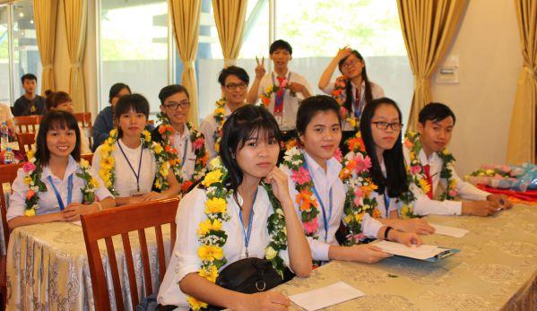 Niềm vui của các sinh viên vừa nhận học bổng
