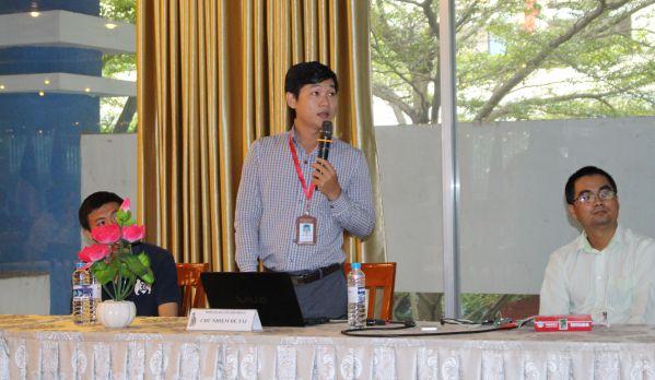 ThS Trần Thanh Việt đang trình bày đề tài của mình