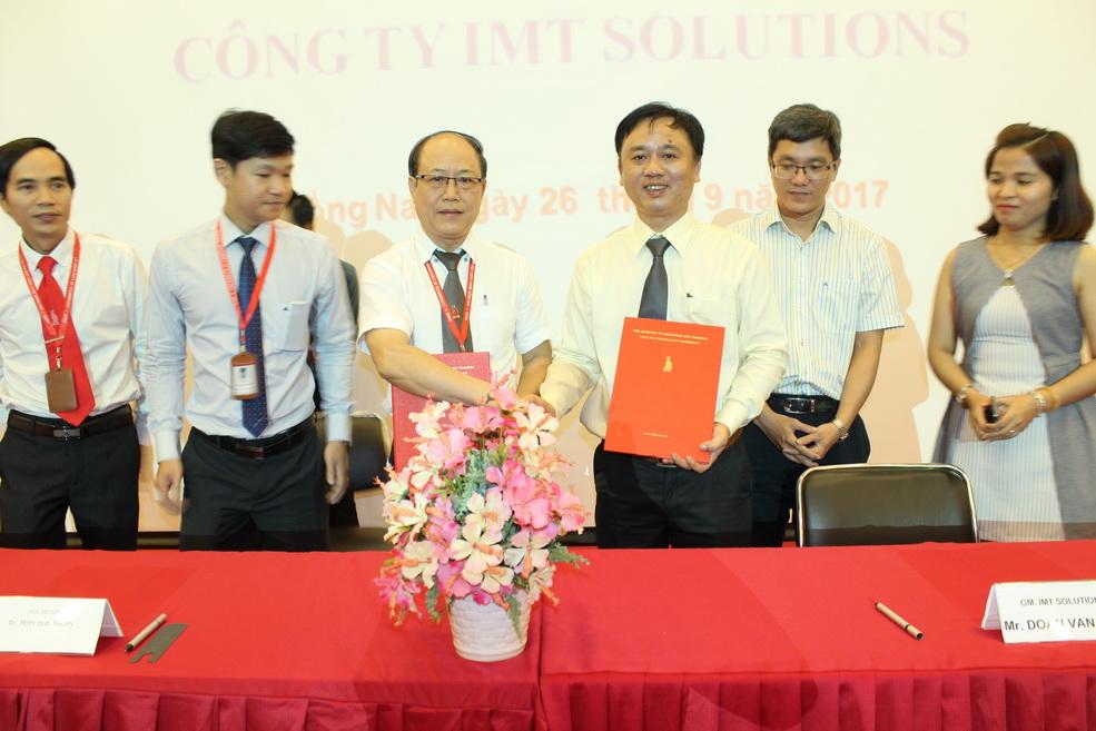 Ký hợp tác đào tạo và cung ứng nguồn nhân lực với Công ty IMT Solutions