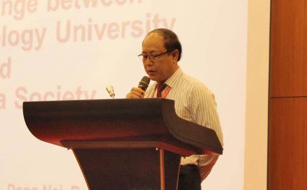 TS Trần Đức Thuận - Phó Hiệu trưởng nhà trường phát biểu chào mừng đoàn trong lễ khai mạc