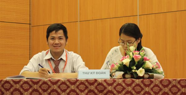 Đoàn Chủ tịch và Thư ký hội nghị