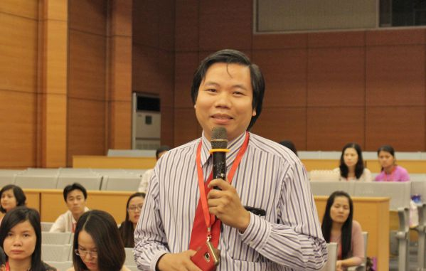 CB-GV nhà trường góp ý trao đổi trong hội nghị
