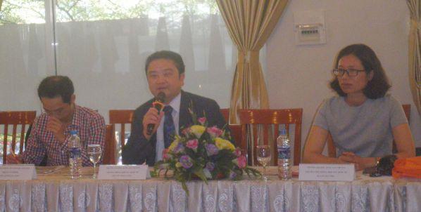 Ông Wu Hsun Yang trả lời những câu hỏi của Cô Phạm Thị Hải Vân và Thầy Nguyễn Minh Thiện