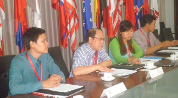 TS Trần Đức Thuận phát biểu mở đầu buổi tọa đàm