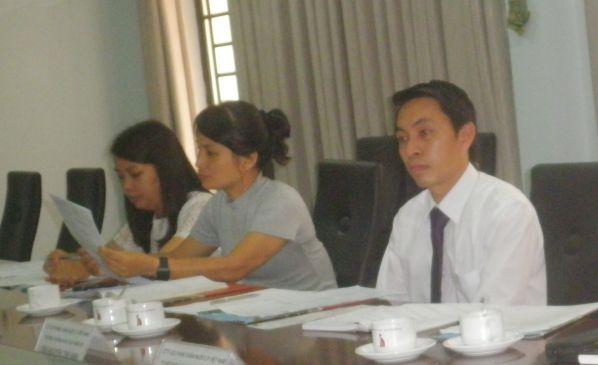 Cô Nguyễn Thị Xuân Khang trao đổi ý kiến