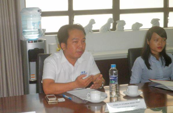 Ông Trần Thanh Phương - Phó Giám đốc dịch vụ Công ty Hyundai Ngọc Phát góp ý trao đổi