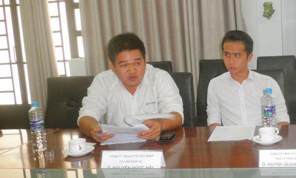 Ông Vũ Ngọc Hải - Cố vấn dịch vụ Công ty TNHH ô tô Việt Nhật trao đổi ý kiến