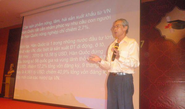 TS Phạm Văn Chắt đang trình bày chuyên đề