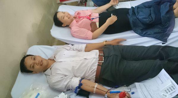 CB, GV, SV nhà trường nhiệt tình tham gia hiến máu cứu người