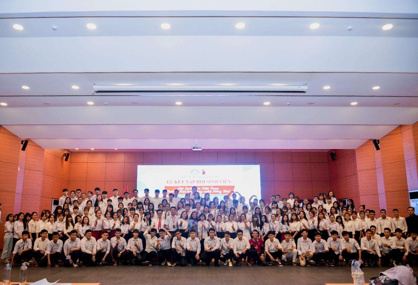 Lễ kết nạp hội viên Hội sinh viên tiêu biểu trường Đại học Công nghệ Đồng Nai