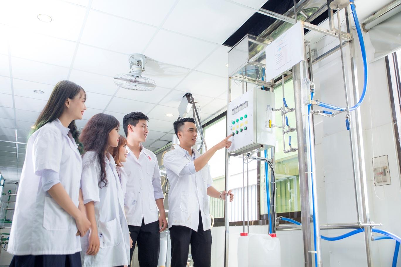 Những điểm mới tuyển sinh ngành công nghệ kỹ thuật hóa, sinh học, môi trường tại DNTU