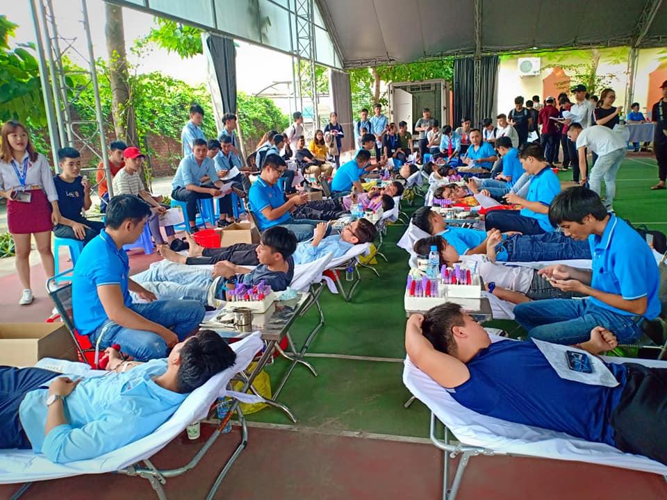 Tự hào trước tinh thần hiến máu tình nguyện của hơn 400 sinh viên, giảng viên DNTU