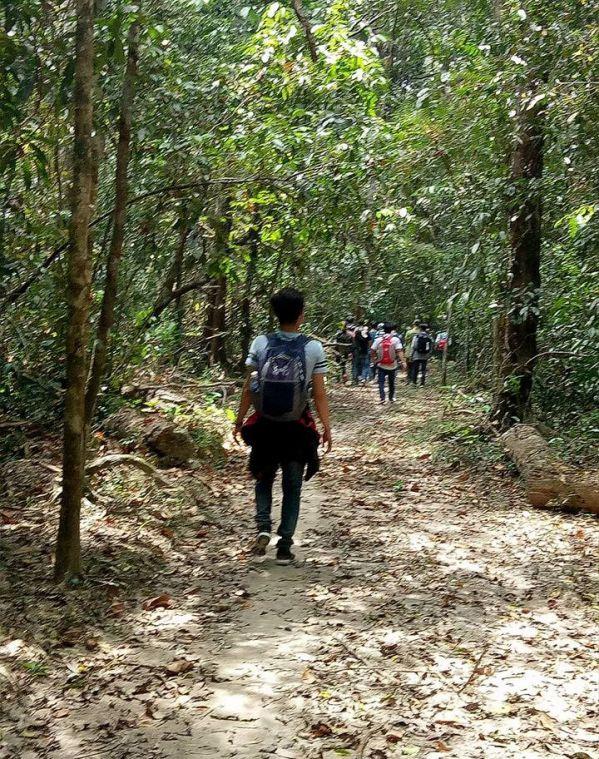 Trải nghiệm cảm giác đi bộ 10 km xuyên rừng