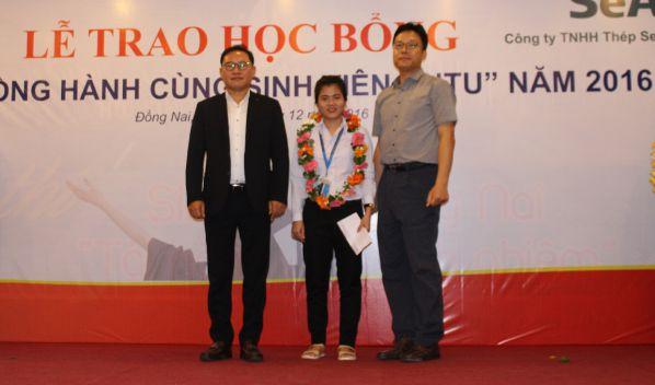 Trần Thị Ngọc thương tại lễ trao học bổng